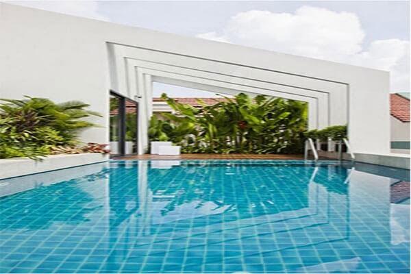 thiết kế biệt thự hiện đại có bể bơi có hồ bơi trên sân thượng
