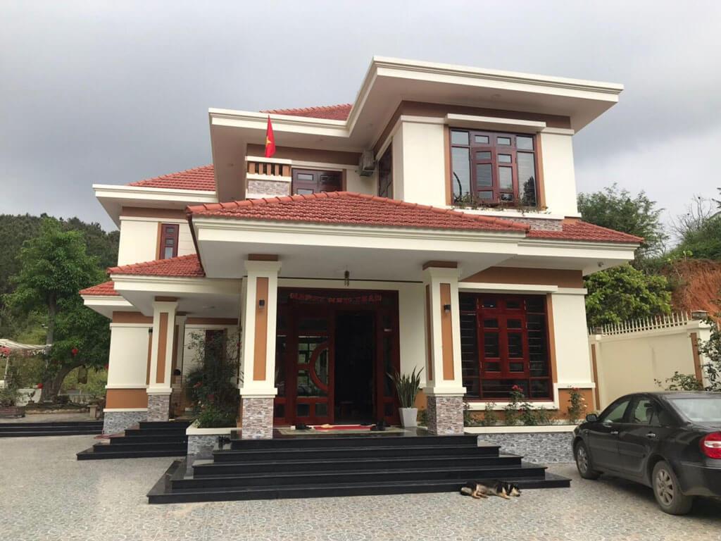 Nhà 2 tầng mái thái hình chữ L